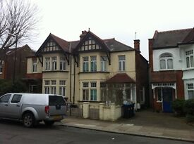 Ulleswater Road N14 - G/F 1 Bed Flat In Conv. Edwardian House Just 7 Mins From B.R, Buses & Amen....