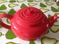 Le cresuet red tea pot