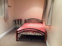 Very large and bright double room with your own bathroom and washing machine