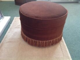 ROUND POUFFE FOOTSTOOL / COFFEE SIDE TABLE