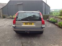 Volvo V70 2.4 D5 SE Lovely car with leather upholstery,alloy wheelsand tow bar included.