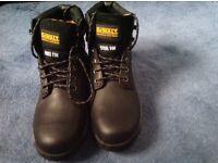 Dewalt size 8 Black steel toe cap boots