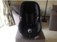 Black Maxi-Cosi Priori XP Child's car seat in excellent condition. With handbook.