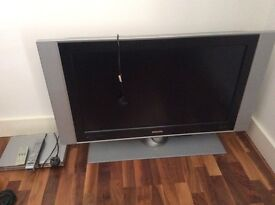 Philips large flatscreen tv and DVD Player