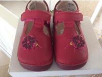 BNIB girls clarks soft bottoms crusiers shoes