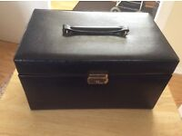 LEATHER JEWELLERY BOX EXCELLANT. CONDITION