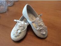 Beautiful bridesmaid / flower girl shoes