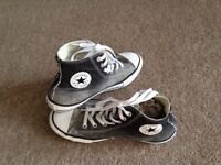 Converse All Star chuck taylor size 5.