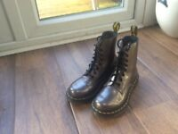 Beautiful, rare Dr Martens boots size 4