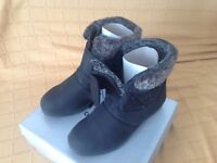 Ladies ankle boots, size 6