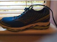 Running shoes. Mizuno Wave almost new.