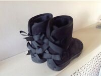 Ladies black boots size 5
