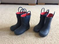 Children's wellies size 6 ideal for twins or Sybilings.