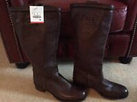 Ladies brown leather boots from Zara new label still on size 8 = 41