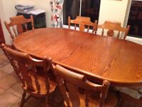 Oak Extending dining room table + 6 chairs