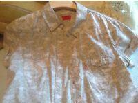 Levi's blouse size L.