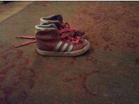 Little girls adidas boots size 7..little girls boots adidas size 7..little girls boots size 7.little
