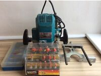 Makita router model 3612BR with all bits
