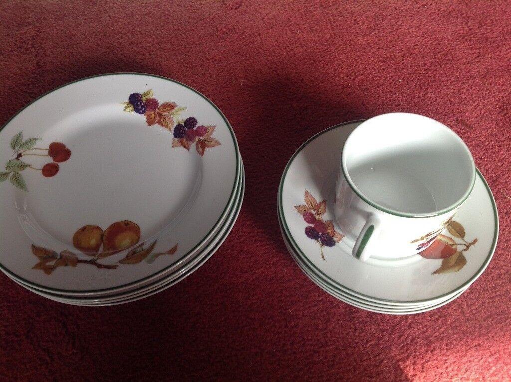 Royal Worcester dinner plates set