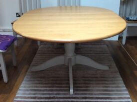 M&S Padstow Round Dining Table, Extends to 160cm. Solid Oak Veneers, painted pedestal.