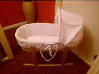 Kinder valley Moses basket and stand