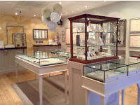Bright, focused weekend salesperson wanted for modern jewellery store in Brighton