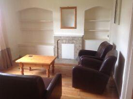 Excellent 1bedroom furnished ground floor flat with back garden and excellent street parking