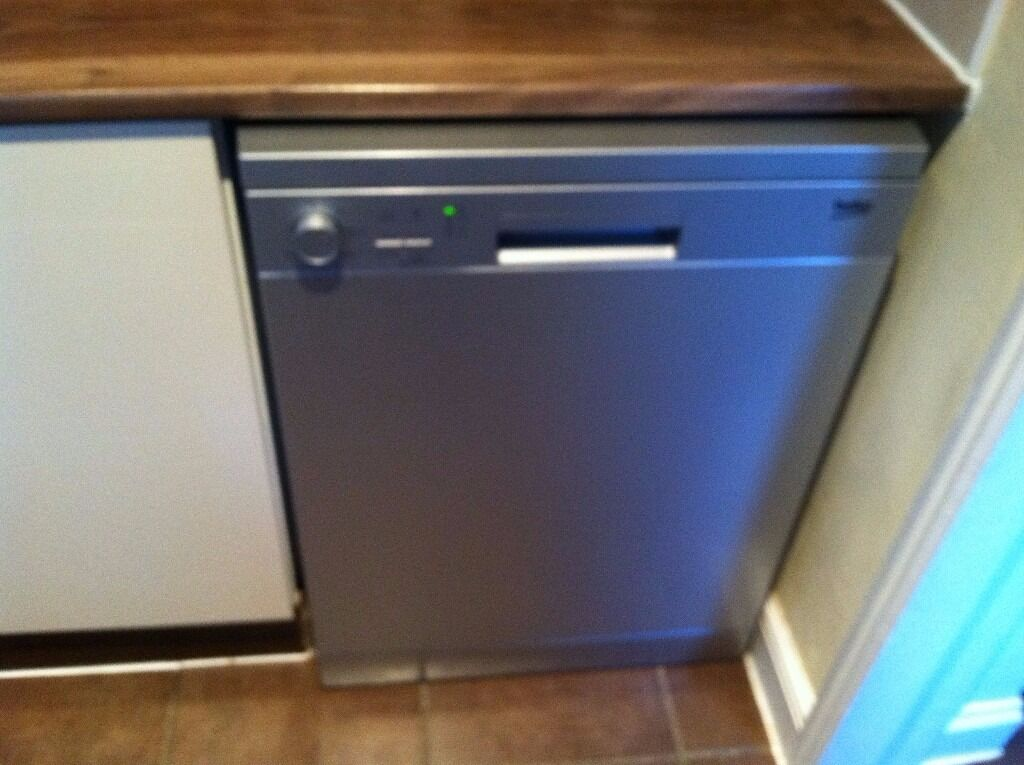 Beko DFC05R10S Silver Dishwasher. Less than 1 year old and hardly used