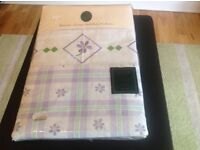 Single bed duvet set, Daisy check pattern, lilac and white.