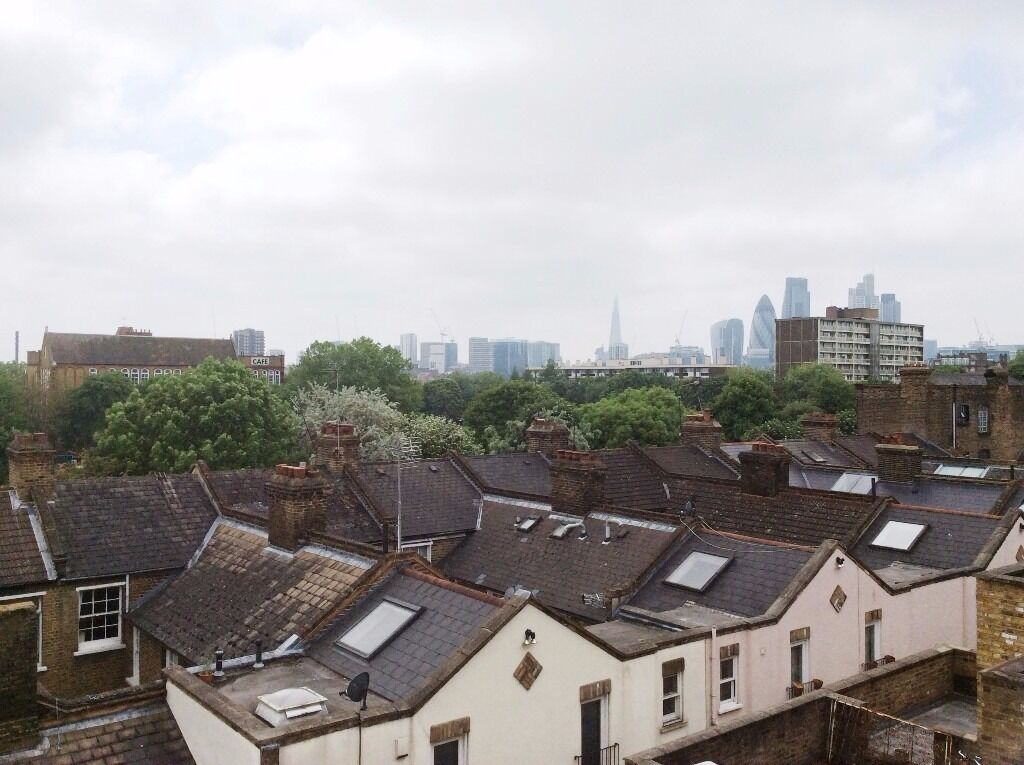 Large double/triple room in a stylish 3 bedroom/2bath maisonette - Bethnal Green Station