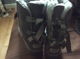 Uggs Grey bailey Ribbon boots size 40 new