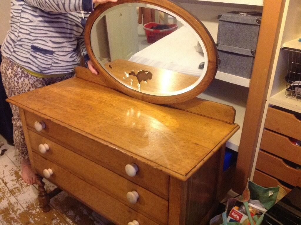 Dresser with mirrorvintage itemsin Great Barr, West MidlandsGumtree - Dresser / chest for sale. Im moving and has some vintage items for sale . 1, Dresser with mirror £40 2, dresser £30 3, project kidney shape chest £20 Location B44 Kingstanding