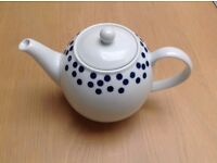 TEAPOT FROM JOHN LEWIS APPROX ONE AND A HALF LITRE - UNUSED