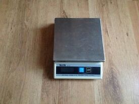 Tanita KD-200 Digital Bench Scales 1000g Used