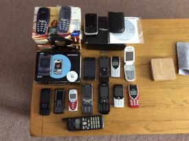 JOB LOT OF OLD COLLECTABLE MOBILE PHONES 19 IN TOTAL