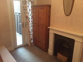Beautiful room just 5 mins walking from Leyton Station 8 from Stratford