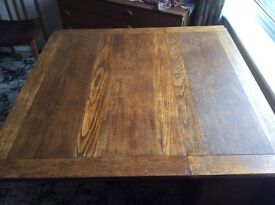 Early 20th Century oak drop leaf dining table