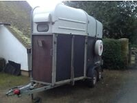 Richardson Supreme 2000, takes two 16.2 horses, good floor, front unloading, interior light