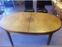 GOOD CONDITION! Extendable wooden dining table with fold out mid-section