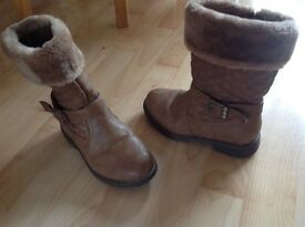 Girls brown and fur boots
