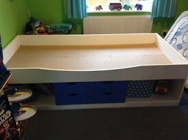 White/Blue a Cabin Bed