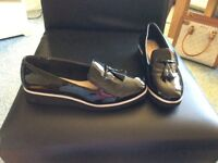 Ladies black patent shoes size 4n half