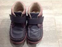 Clarks Girls Boots Size 7.5f