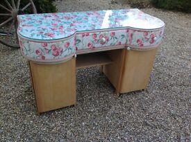 Kidney shaped vintage dressing table ...