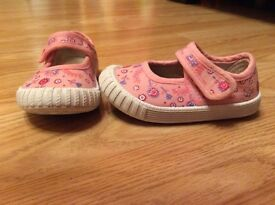 Girls pink canvas shoe size 4