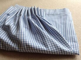 LAURA ASHLEY BLUE AND WHITE CHECKED LINED CURTAINS WITH MATCHING SINGLE BED SET
