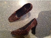 Size 6 tiger pattern suade style shoes. Immaculate. Great for uni/ hols/work etc.