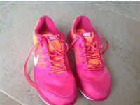 Nike Roshe girls/woman's trainers uk 5.5