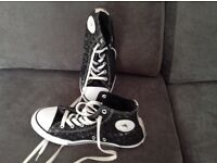 Converse hi tops size 5 used but in great condition £5.00