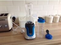 Breville smoothie maker and 2 beakers - unused